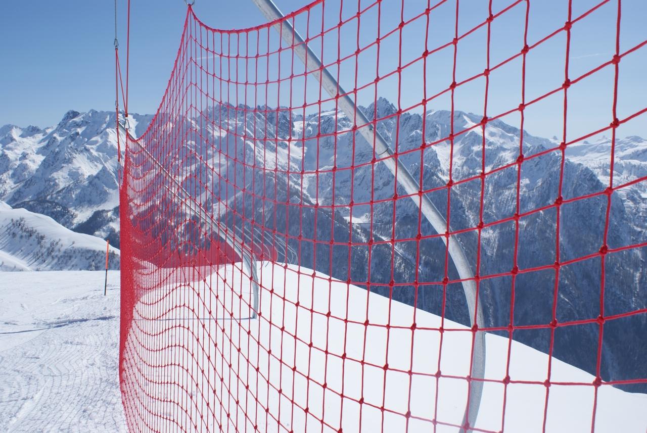 Reti di protezione e delimitazione per piste da sci