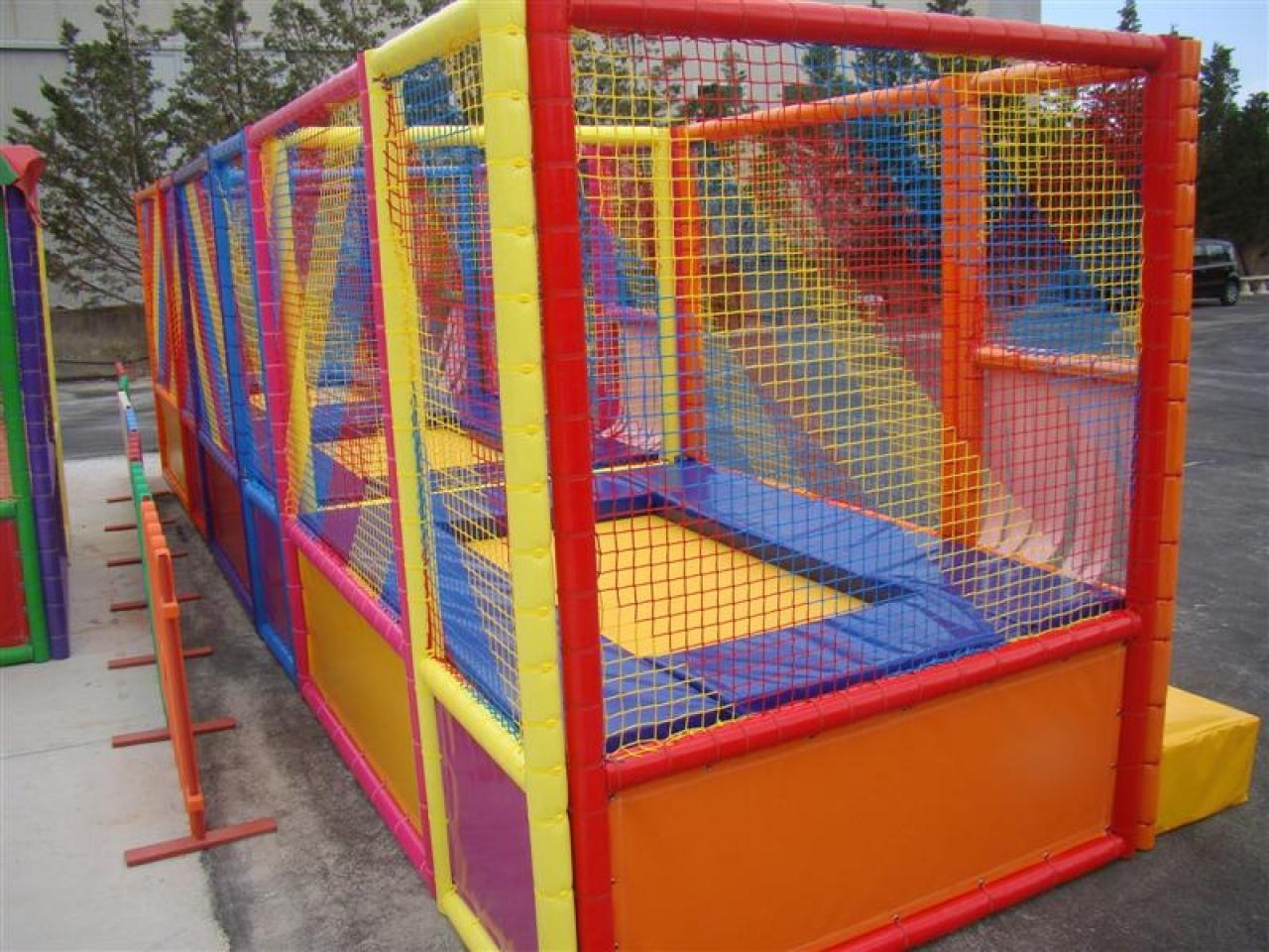 Reti di recinzione per playground e tappeti elastici