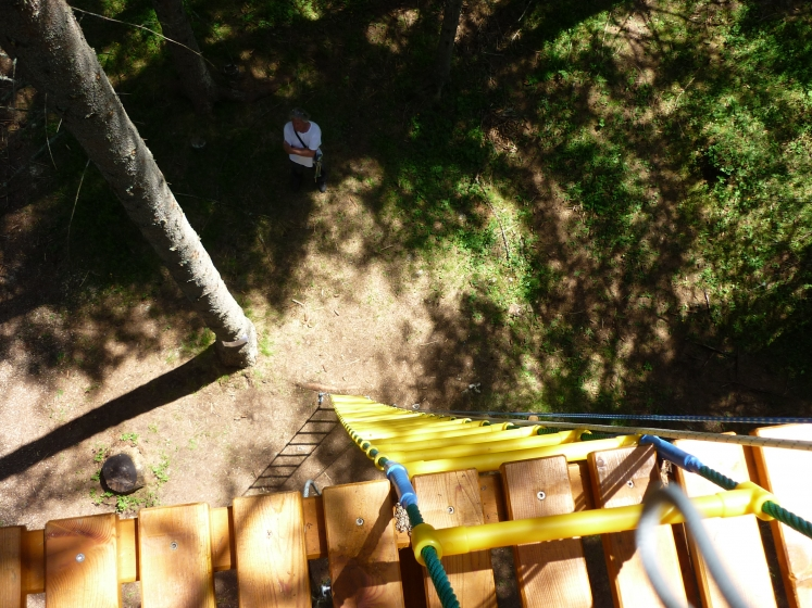 Stairs and stirrups for adventure parks