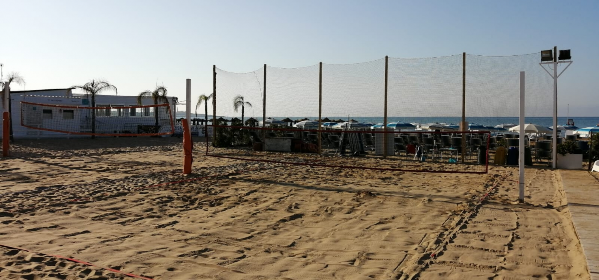 Fence nets for beach sports