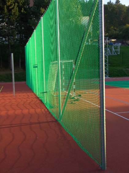 Fence nets for tennis and padle courts