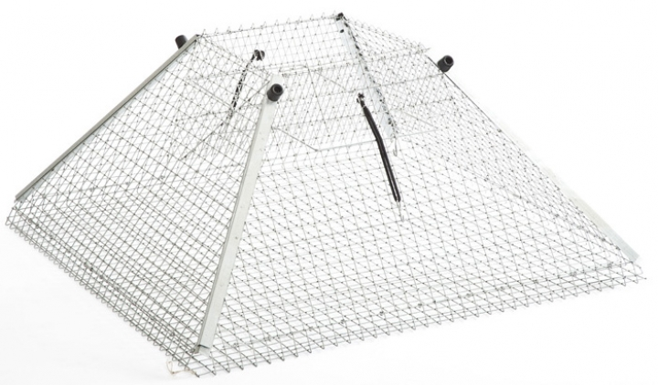 Single-entry pyramid-shaped casing
